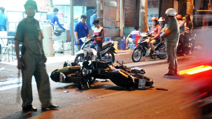 Hai xe máy tông nhau trong đêm, đôi nam nữ nguy kịch