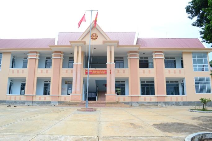 Dù trong giờ hành chính nhưng xã Đắk Tờ Ver không có một bóng người