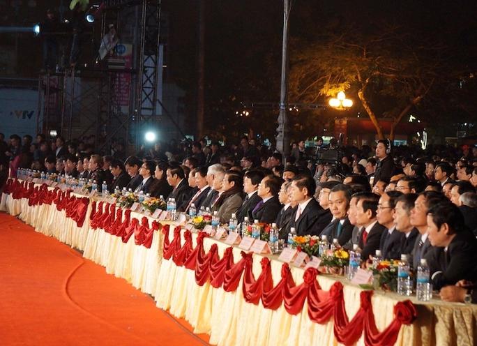 Đông đảo đại biểu trung ương và địa phương tới tham dự buổi lễ.