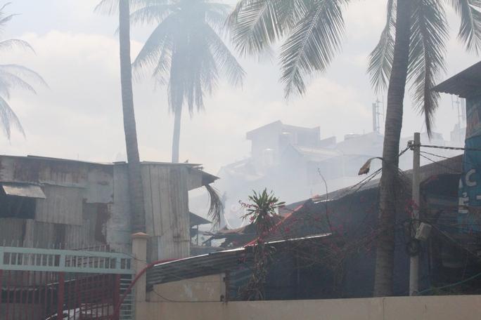 Đám cháy làm 4 căn nhà cháy trụi và 3 căn khác bị ảnh hưởng