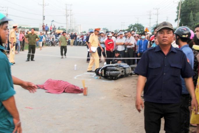 Ngày đầu tiên đi làm, cô gái trẻ bị xe khách tông chết