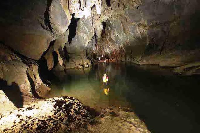 Các nhà thám hiểm vừa khảo sát thành công hang Tối và phát hiện nhiều hóa thạch hàng trăm triệu năm tuổi