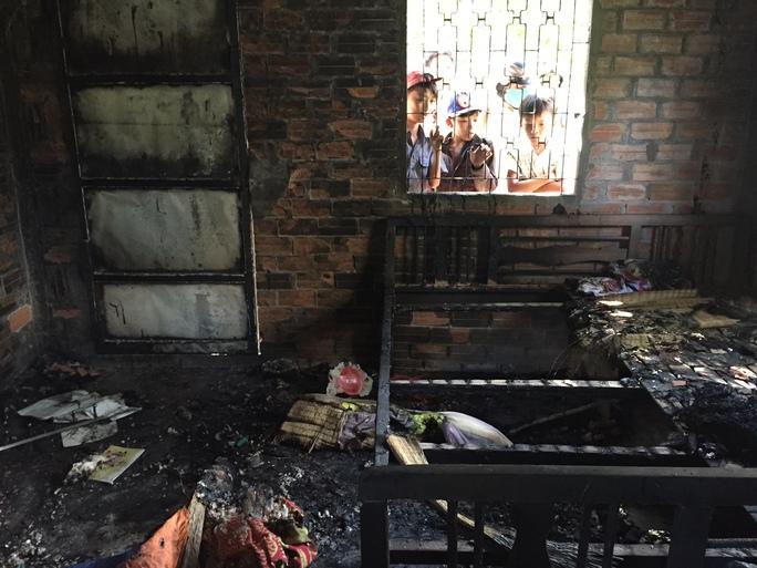 """Vụ """"Phóng hỏa làm 3 người chết"""": Do bị ngăn cấm tình cảm"""