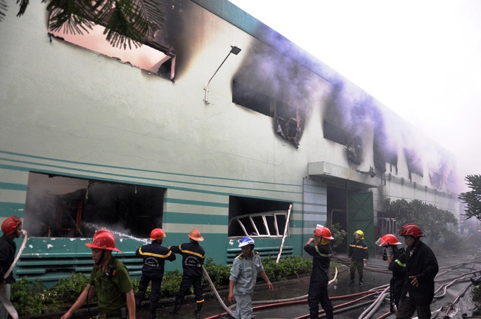 TP HCM: Cháy dữ dội trong KCN Vĩnh Lộc