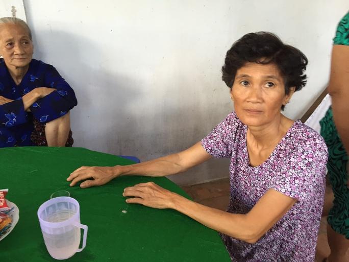 Bà Trầm Thị Son , mẹ ruột anh Thắng, đau lòng vì cái chết của con cháu mình