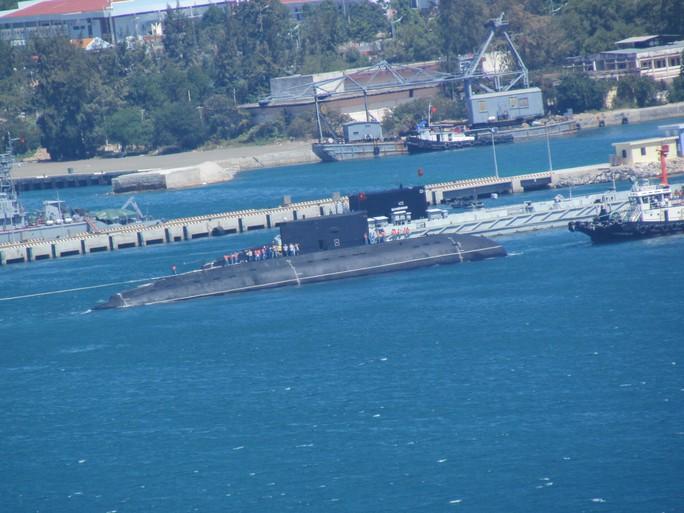 Tàu ngầm kilo HQ Hải Phòng đã vào quân cảng an toàn