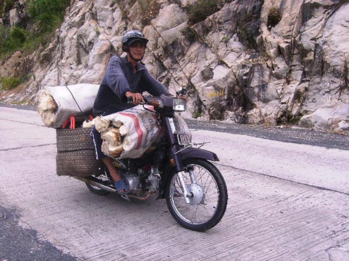 Cánh xe ôm cũng chuyển sang vận chuyển măng thuê
