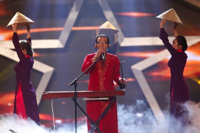 Nhạc sĩ khiếm thị Hà Chương vào chung kết Tài năng Việt