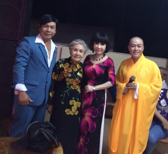 NS Tô Châu, NSƯT Út Bạch Lan, Thanh Kim Huệ tham gia chương trình văn nghệ nhân ngày Phật đản tại Hậu Giang