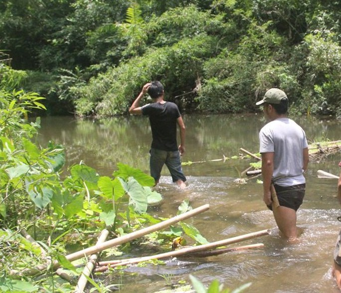 Việc điều tra phá án gặp khó khăn do hiện trường nằm trong rừng sâu.