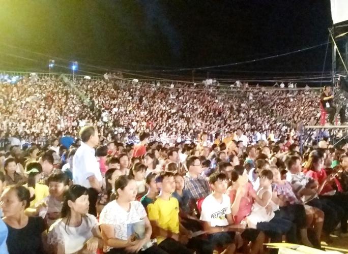 Hàng ngàn người dân tham gia Festival Biển 2015