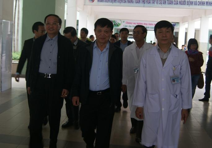Ông Tô Huy Rứa dẫn đầu đoàn công tác trung ương đã vào bệnh viện thăm ông Nguyễn Bá Thanh sáng 13-1