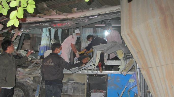 Hiện trường vụ tai nạn làm 10 người chết, 9 người bị thương  Ảnh: BẠch Long
