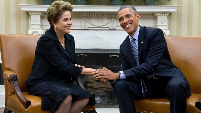Tổng thống Obama (phải) trong cuộc họp báo với Tổng thống Brazil Dilma Rousseff (trái). Ảnh: AP