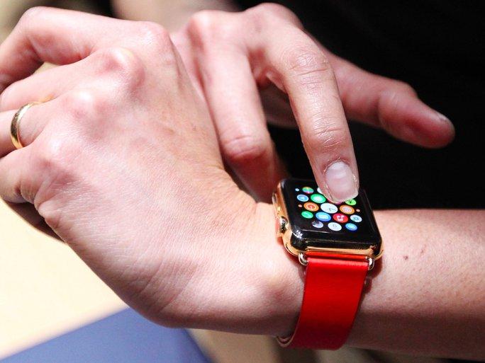 Một số người khẳng định Apple Watch hết pin quá nhanh khi dùng liên tục.