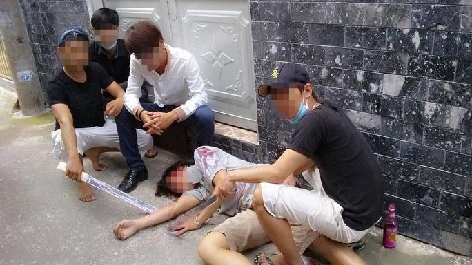 Một bức ảnh dàn dựng cảnh giết người để câu like (lượt thích)Ảnh: facebook