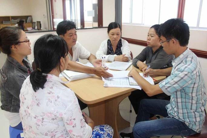 Người dân đến Báo Người Lao Động  gửi đơn  khiếu nại