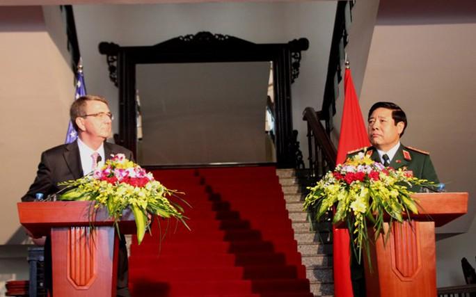 Bộ trưởng Quốc phòng Việt-Mỹ bàn mua sắm thiết bị an ninh biển