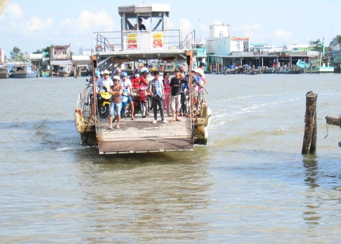 Bến phà sông Ông Đốc mỗi ngày lợi nhuận hàng chục triệu đồng