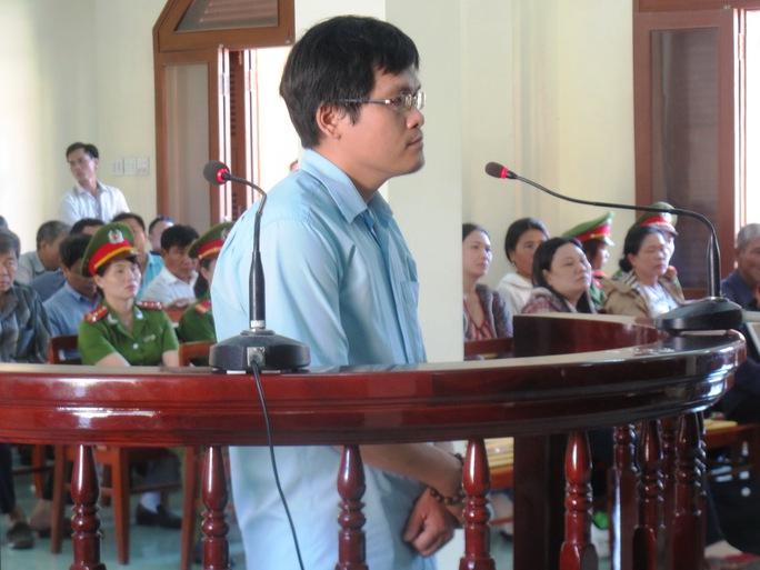 Bị cáo Nguyễn Tấn Quang khai nhận còn thấy Lê Hải Phú, cán bộ Công an TP Tuy Hòa đánh và đá vào người Kiều