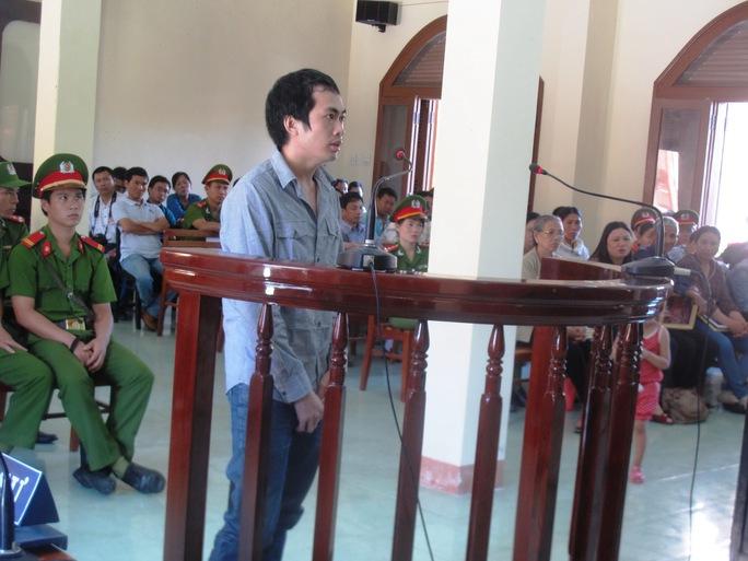 Bị cáo Nguyễn Thân Thảo Thành đang bị xét hỏi tại phiên tòa