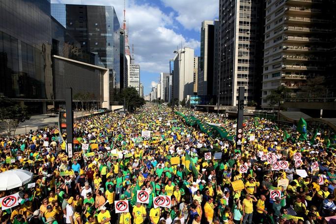 Tỉ lệ ủng hộ bà Dilma Rousseff giảm xuống mức thấp. Ảnh: Reuters