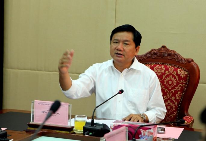 Chủ trì cuộc họp, Bộ trưởng Bộ GTVT Đinh La Thăng, Chủ tịch Hội đồng Quỹ Bảo trì trung ương, cho biết sẽ kiến nghị Chính phủ dừng thu phí bảo trì đường bộ với xe máy