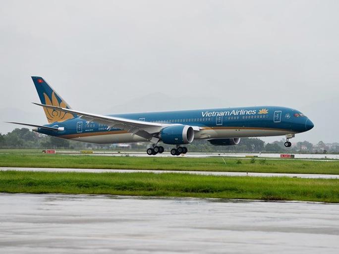 Chiếc máy bay Boeing 787-9 Dreamliner đầu tiên của Vietnam Airlines hạ cánh xuống sân bay Nội Bài - Ảnh do Vietnam Airlines cung cấp