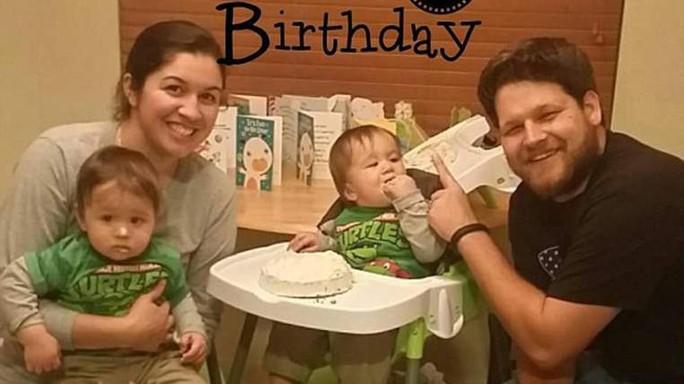 Cô Alexis Kesler cùng chồng và 2 con trai. Ảnh:NBC