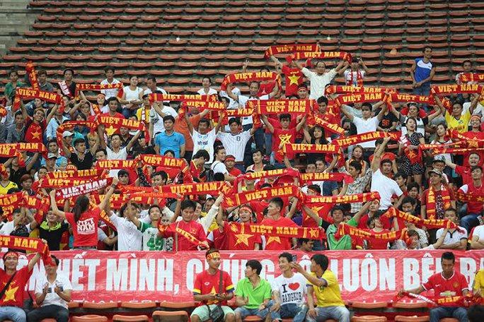 CĐV Việt Nam trên sân Shah Alam