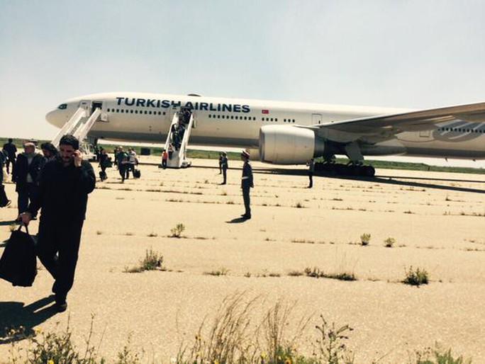 Máy bay được kiểm tra tại sân bay Casablanca. Ảnh: RT