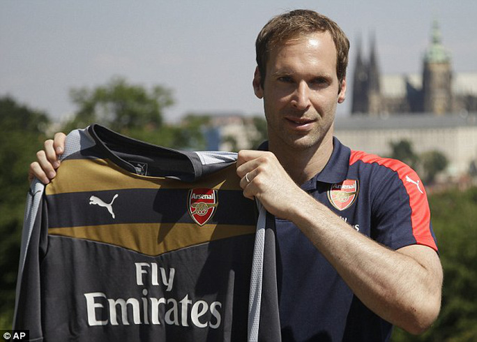 Cech trong buổi ra mắt Arsenal