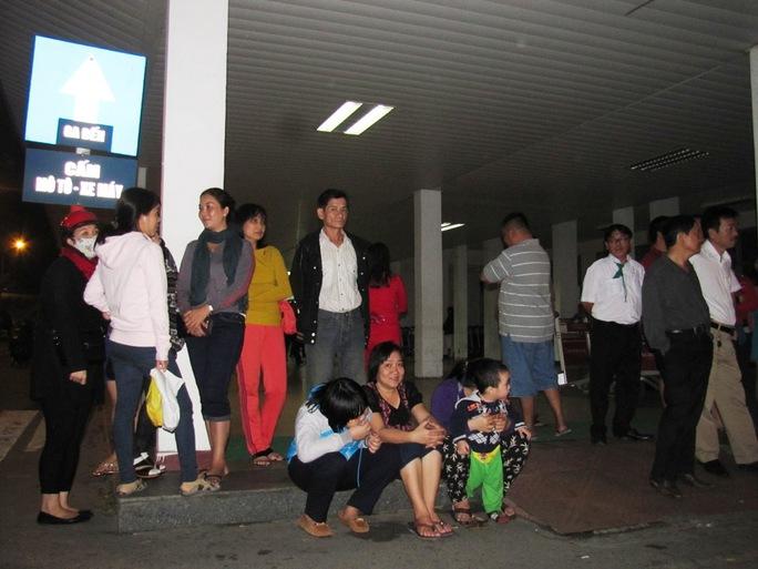 Người dân chờ đón ông Nguyễn Bá Thanh về Đà Nẵng