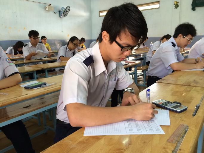 Học sinh Trường THPT Bùi Thị Xuân thi thử kỳ thi THPT quốc gia tại TP HCM
