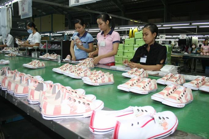 Sản xuất giày xuất khẩu tại Công ty CP Công nghiệp Đông Hưng (tỉnh Bình Dương) Ảnh: Vĩnh Tùng