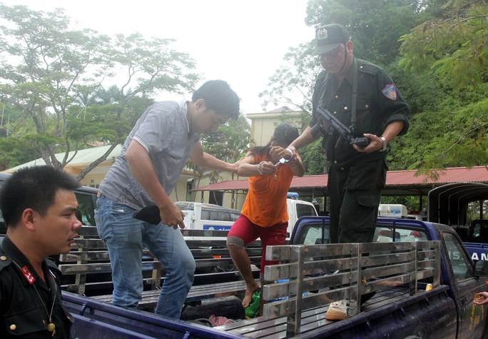Nguyễn Thị Hán bị lực lượng công an dẫn giải về trụ sở Ảnh: Nguyễn Hưởng