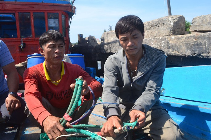 Nhiều thiết bị và ngư lưới cụ trên tàu QNg 90657 TS của ngư dân Nguyễn Văn Phú bị Trung Quốc chặt đứt, phá hỏng