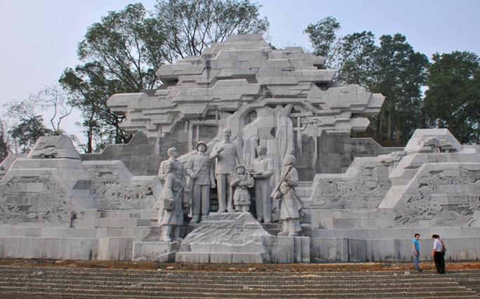 Tượng đài Bác Hồ với nhân dân Tuyên Quang có kinh phí xây dựng khoảng 130 tỉ đồngẢnh: QUANG ĐÁN