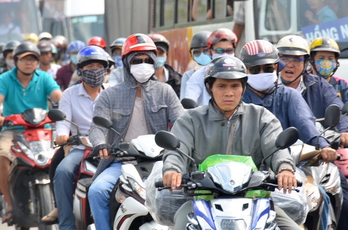 Theo đề án của Bộ Giao thông Vận tải, hơn 11 triệu xe máy tại TP HCM sẽ phải kiểm định khí thải với mức phí 100.000-150.000 đồng/lần Ảnh: TẤN THẠNH