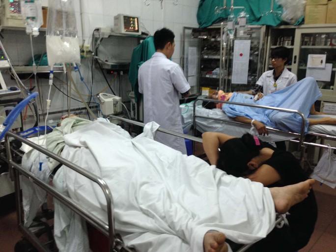 Hầu như ngày nào Bệnh viện Việt Đức cũng tiếp nhận nạn nhân cấp cứu chấn thương do đánh nhau   Ảnh: Ngọc Dung
