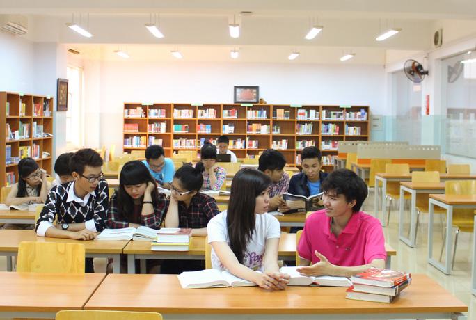 Không phải ai cũng có điều kiện đến thư viện đọc sách, ngay cả người dân đô thị Ảnh: Hoàng Triều