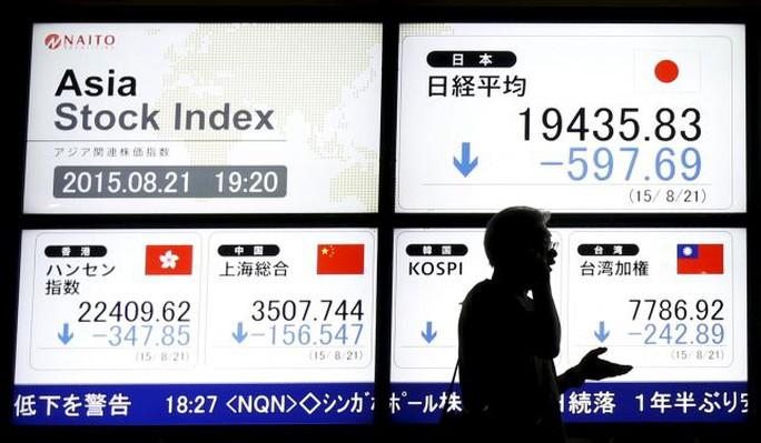 Thị trường chứng khoán châu Á kéo nhau đi xuống hôm 21-8. Ảnh: Reuter