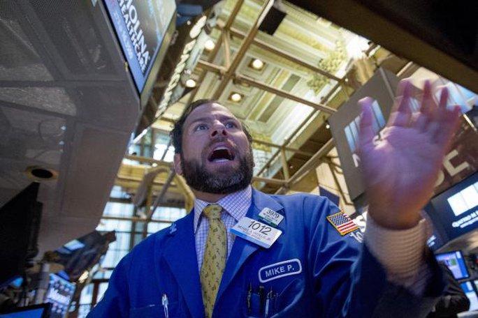 Thị trường chứng khoán Mỹ rơi đồng loạt trong phiên giao dịch đầu ngày 24-8. Ảnh: Reuters