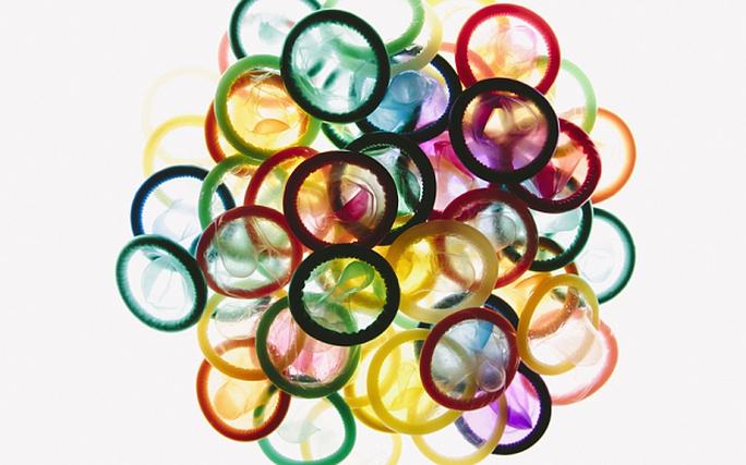 Nhóm học sinh trung học đã phát minh ra bao cao su đổi màu khi phát hiện bệnh lâu truyền qua đường tình dục