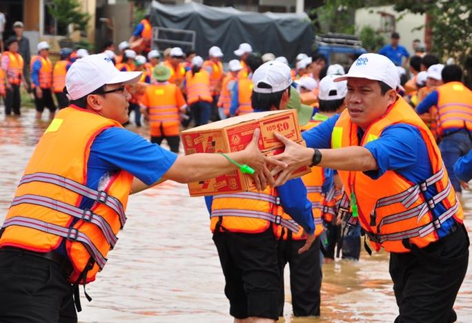 Tấm lòng nhân ái của người dân đã giúp nhiều gia đình vượt qua khó khăn.