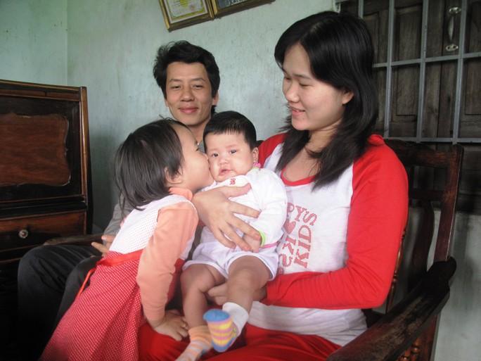 Cô con gái 3 tháng tuổi mang tên Công Lý của LS Đôn