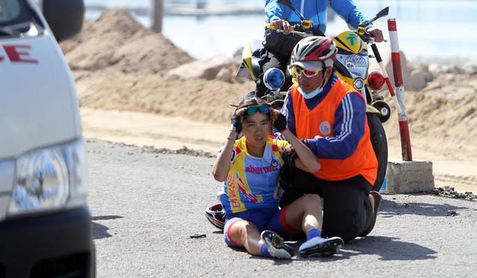 Tay đua người Singapore phải bỏ cuộc vì chấn thương