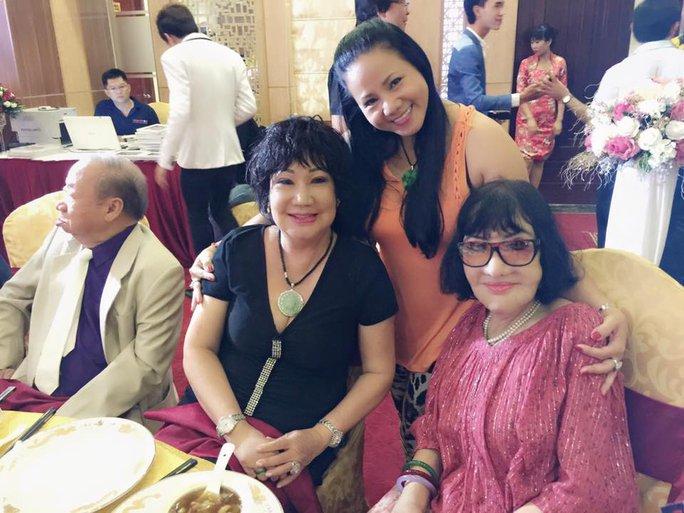 Ca sĩ Ngọc Ánh, NS Mỹ Chi và NSƯT Thẩm Thúy Hằng (phải) trong buổi họp mặt nghệ sĩ lần I