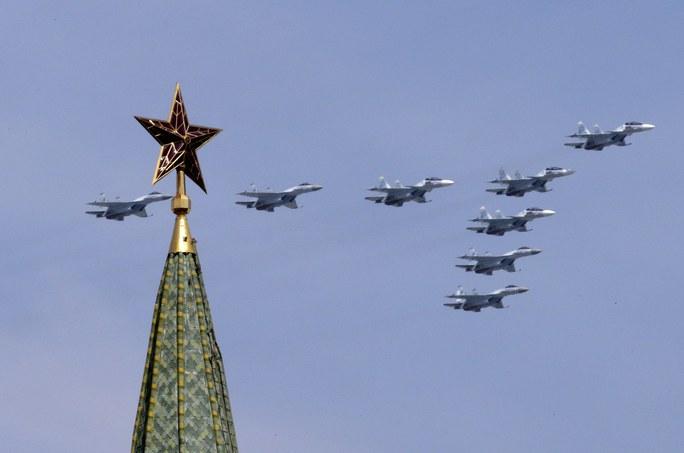 Màn trình diễn của chiến đấu cơ SU-34 tại quảng trường Đỏ