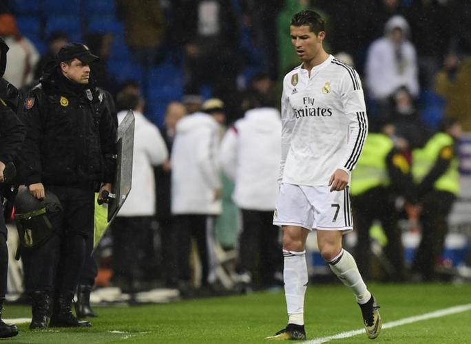 Torres hả hê trong ngày Ronaldo khoe Quả bóng vàng